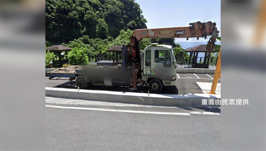 網友揪出該輛肇事工程車車齡、用途。圖/民眾提供