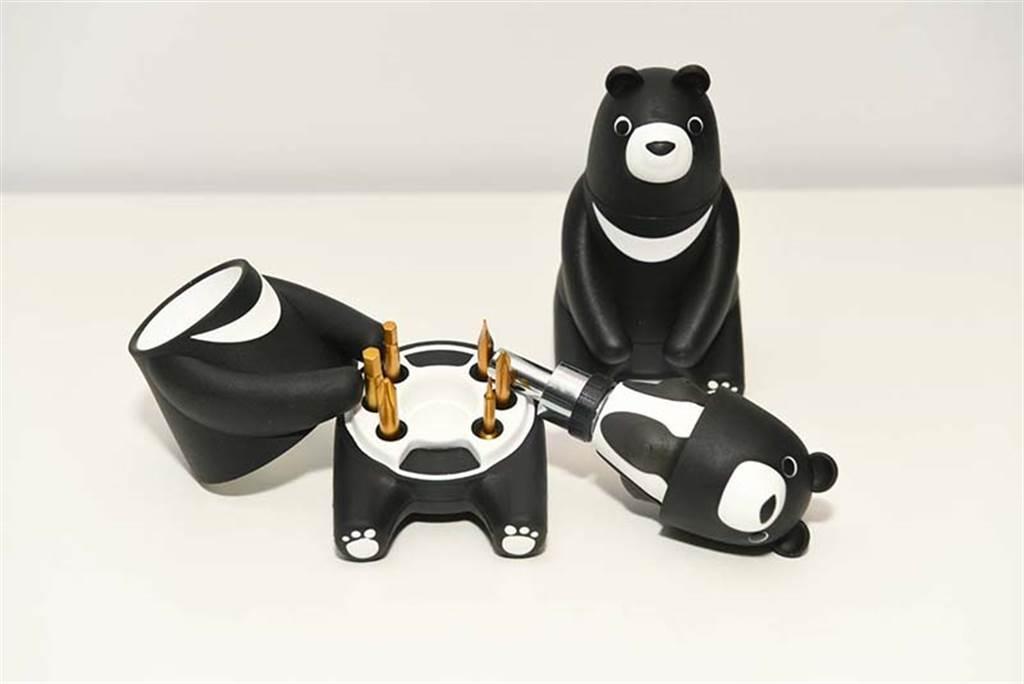 中鋼股東會紀念品為「熊愛台灣棘輪起子工具組」。圖/中鋼提供