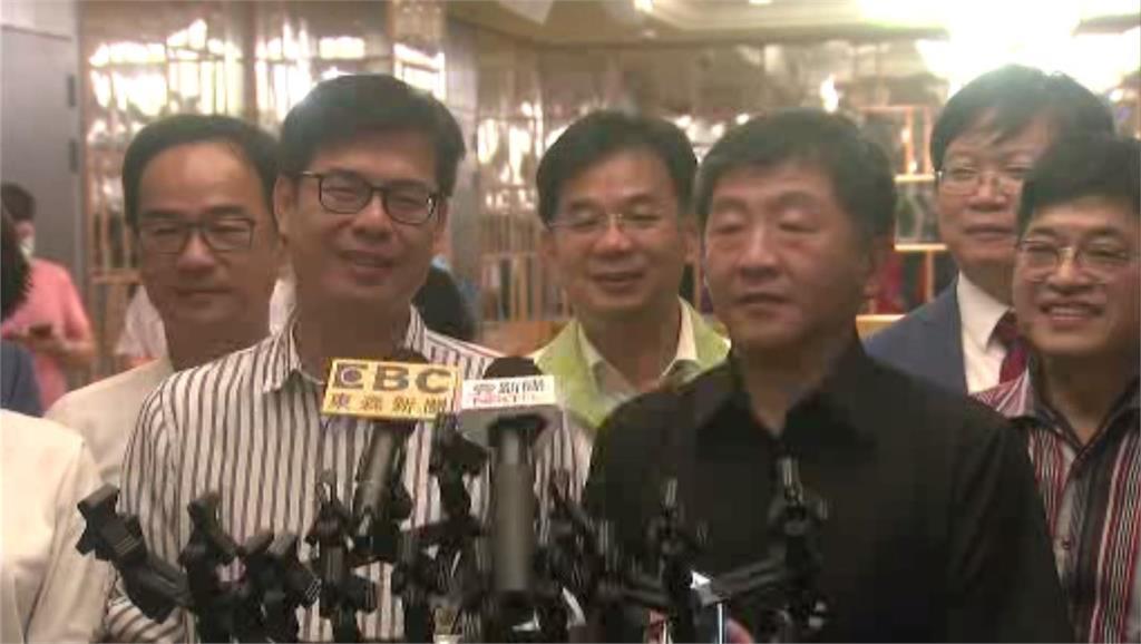 陳其邁與陳時中兩人出席餐會活動。圖:台視新聞