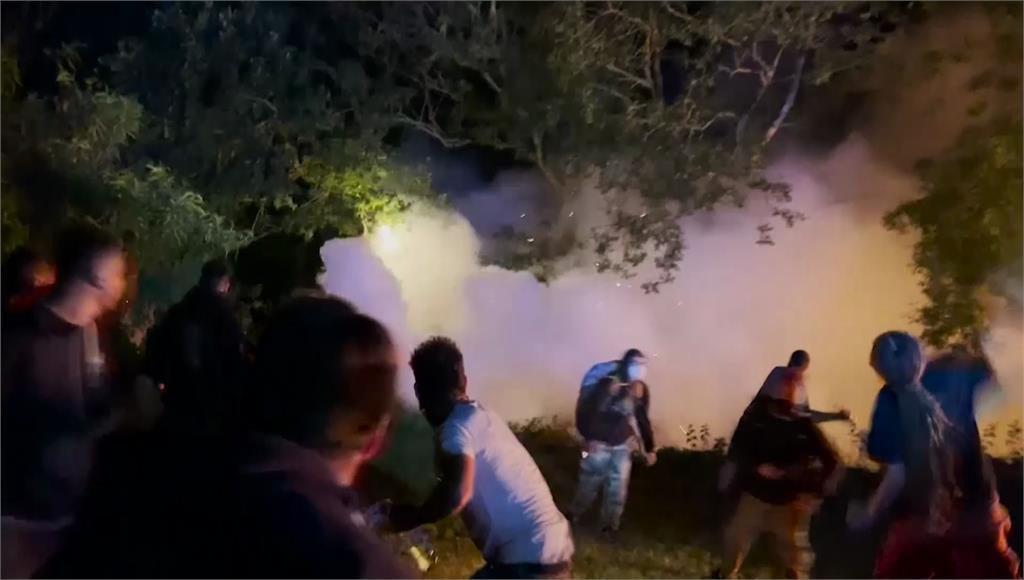 法國民眾嗨過頭!  解禁前夕千人開趴爆發警民衝突