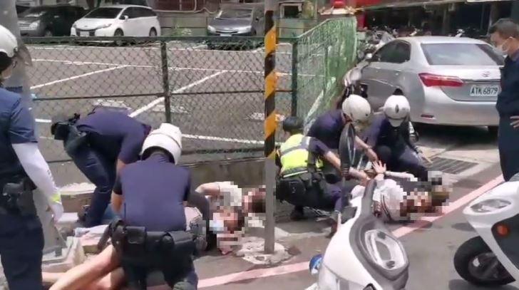 4名嫌犯被壓制在地。圖/警方提供