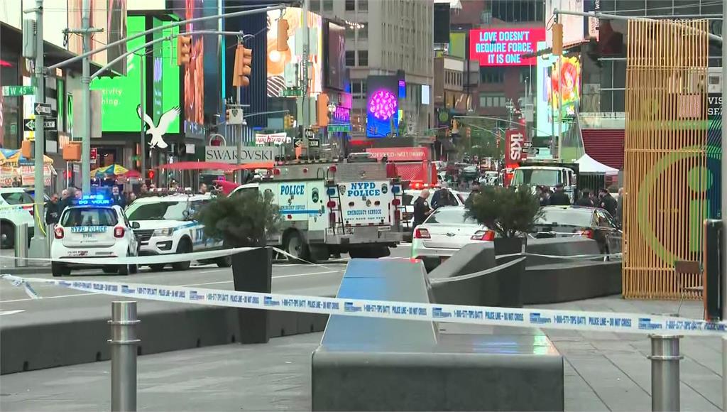 紐約時報廣場驚傳槍聲8日發生3人受傷的槍擊案。圖/翻攝自AP Direct