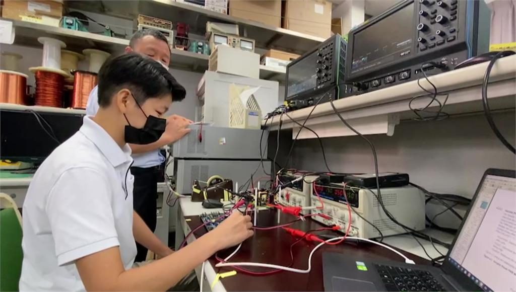 學商轉念強攻電機系 女碩士開拓新藍海