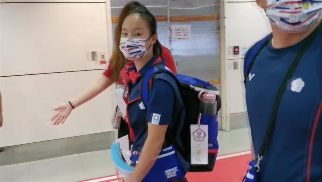 我國代表團最年輕選手 「體操精靈」丁華恬返抵國門