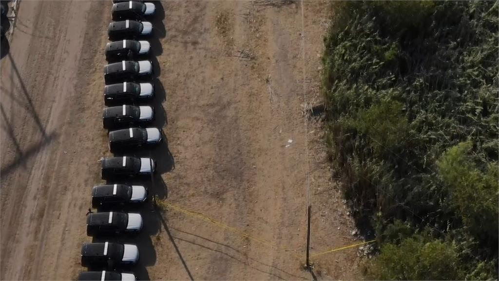 美邊境難民湧現!德州警車排「鋼鐵屏障」阻攔