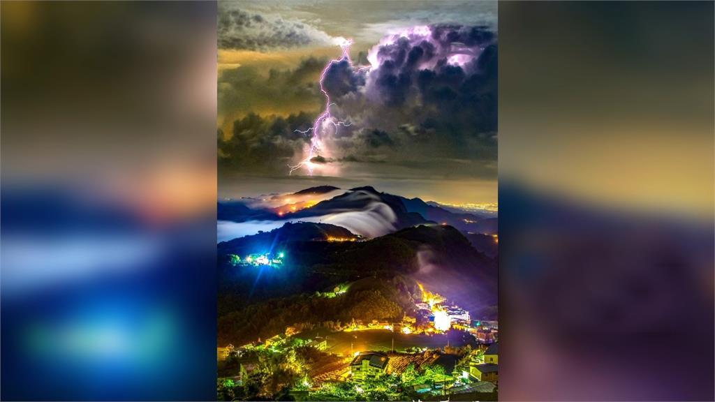 「閃電琉璃光雲瀑」出自高雄攝影師蘇再明之手。圖/翻攝自蘇再明臉書
