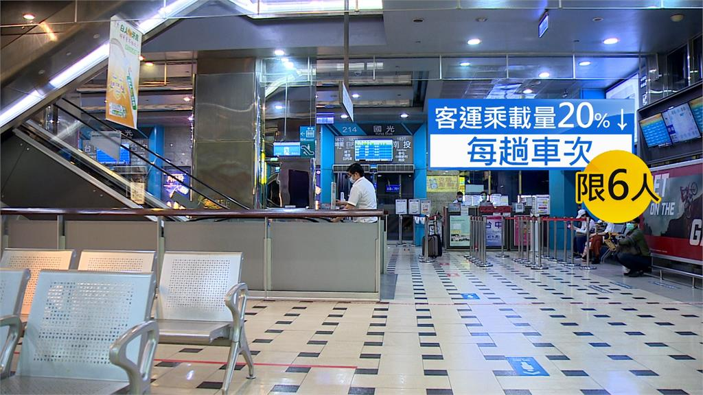 客運每趟車次最多只能載6人,台北轉運站只有零星幾人。圖/台視新聞