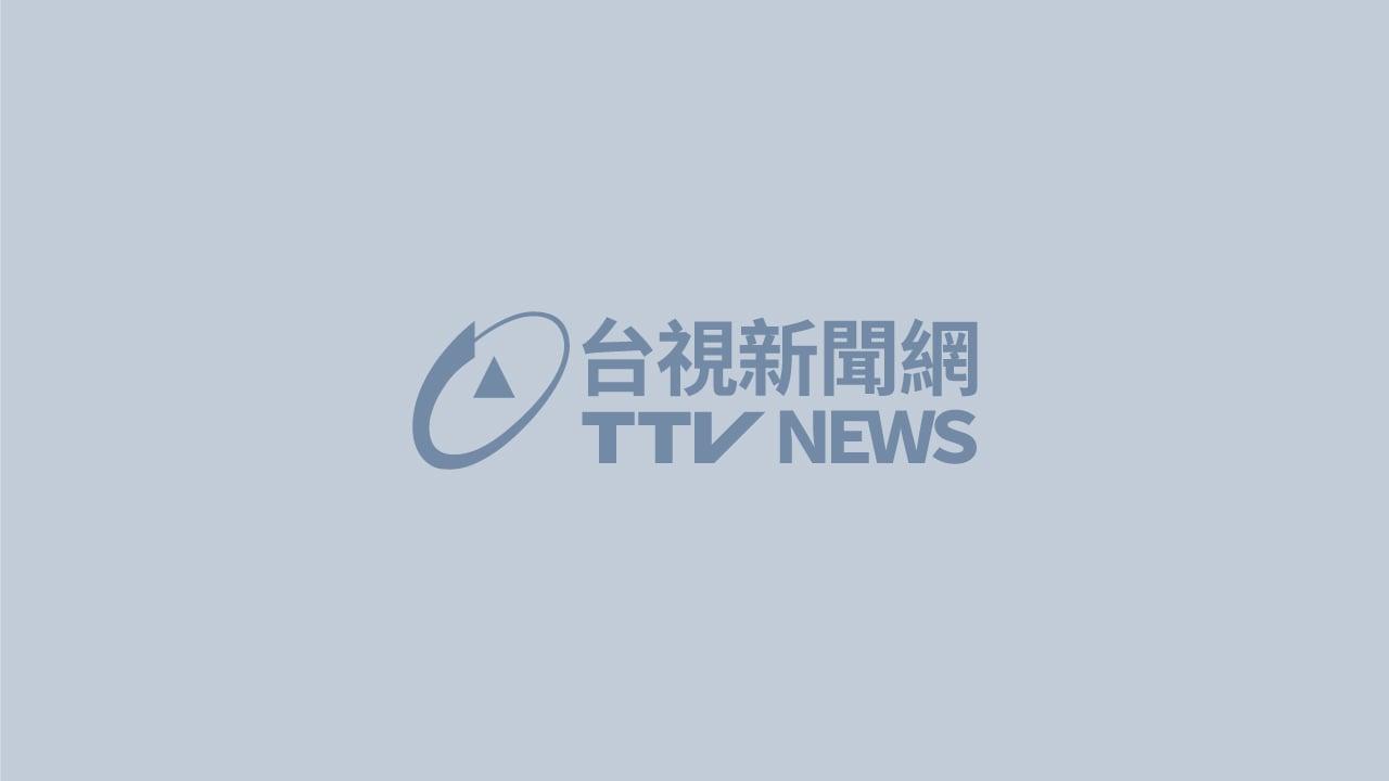 台東一名17歲男子在海邊,疑似為撿泳帽遭海浪捲走。圖:台視新聞