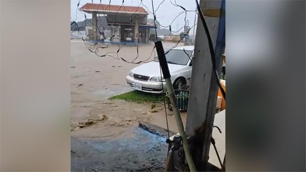 影/「璨樹」颱風來勢洶洶 蘭嶼加油站淹成如孤島