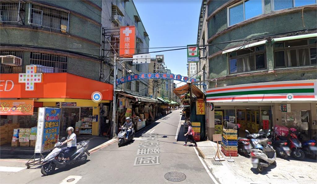 新北市板橋區的國慶黃昏市場也被列為足跡熱區。圖/翻攝自Google Map