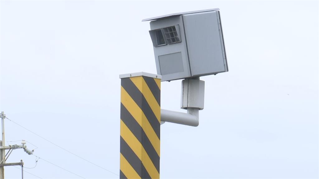 行進中一道閃光 駕駛遭取締PO網引熱議