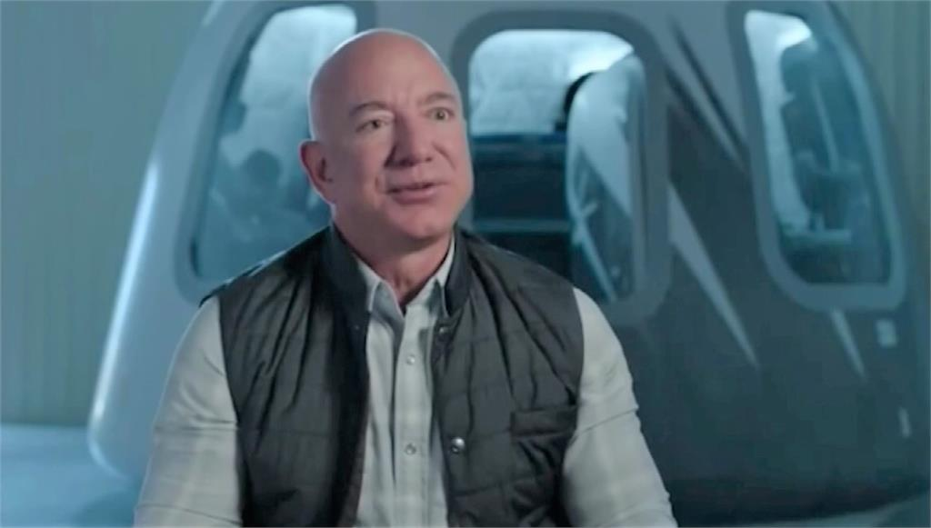 全球首富貝佐斯將和弟弟一起搭上自家太空船,飛上太空。圖/AP Direct