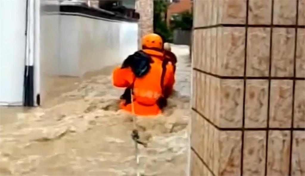 烟花颱風上海浦東沿海再登陸 江浙安徽將出現暴雨