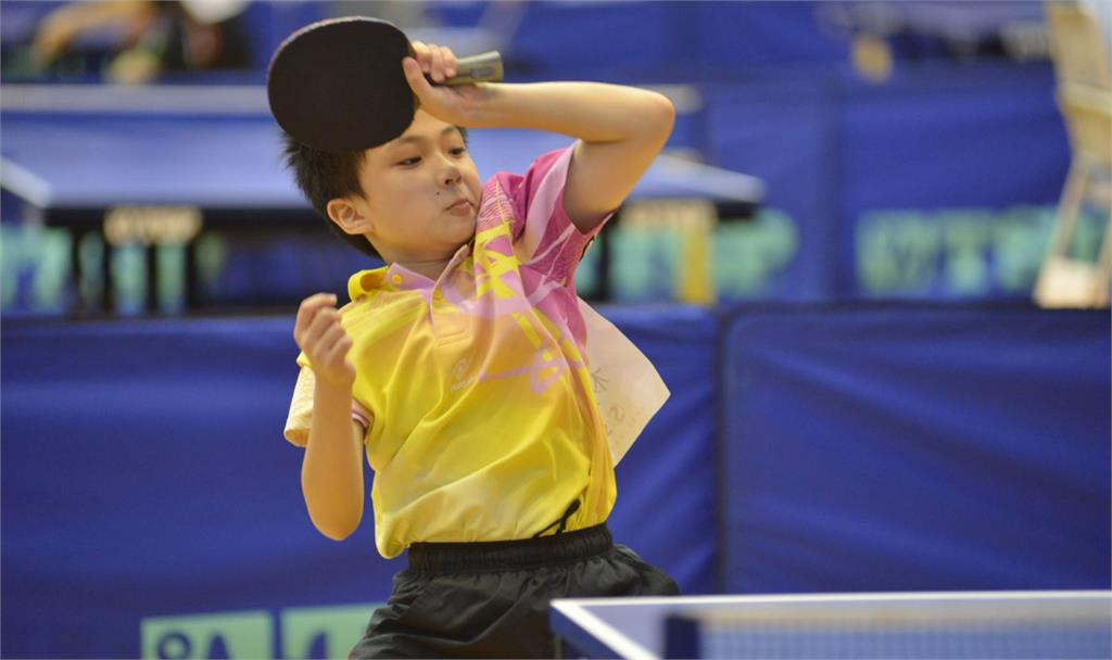 林昀儒10歲打桌球的模樣曝光。圖/翻攝自Facebook@@mdnkids.comic